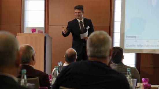 Frederic Ebner beim Trading-Seminar